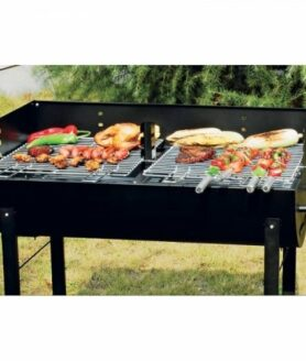 Holzkohle Standgrill mit 2 Grillrosten in Aktion